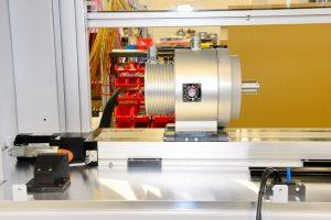 L'azionamento diretto consente un posizionamento estremamente preciso. Il tempo ciclo del regolatore di corrente è di 670 ns, quello del regolatore di velocità di 62,5 µs