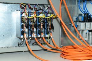 I servoamplificatori AKD sono veloci e flessibili, dispongono di un'ampia gamma di funzioni con comunicazione basata su Ethernet e possono quindi essere integrati rapidamente e semplicemente in ogni applicazione.
